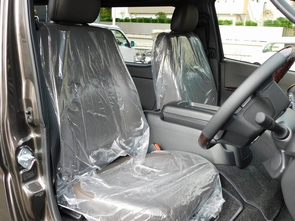 シートは専用ハーフレザーで高級感もバッチリです!通常モデルとは違いますねっ! | トヨタ ハイエースバン 2.0 スーパーGL 50TH アニバーサリー リミテッド ロングボディ ナビパッケージ車