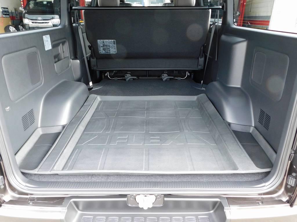 広大なラゲッジスペースがハイエースの魅力ですねっ♪フレックスオリジナルのラゲッジトレイ装着で掃除も簡単ですよっ♪ | トヨタ ハイエースバン 2.0 スーパーGL 50TH アニバーサリー リミテッド ロングボディ ナビパッケージ車