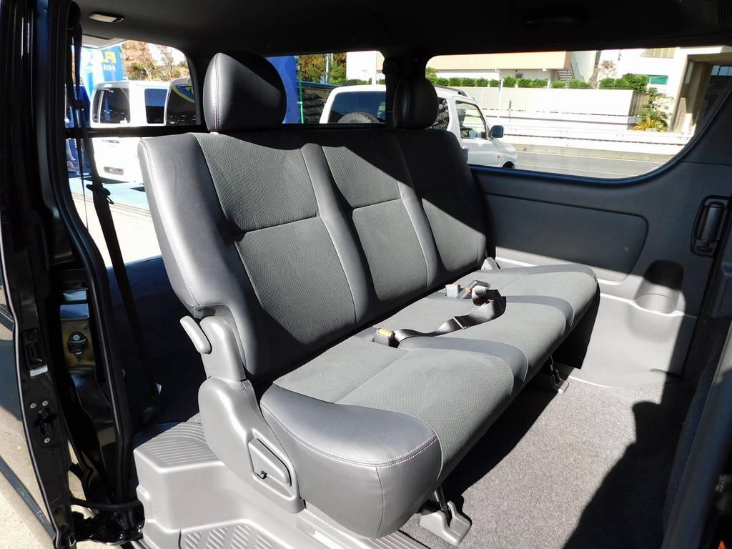 ゆったり座れるセカンドシート!ハーフレザーでお洒落ですよね♪ | トヨタ ハイエースバン 2.0 スーパーGL ダークプライムⅡ ロングボディ 415コブラフルコンプリート車