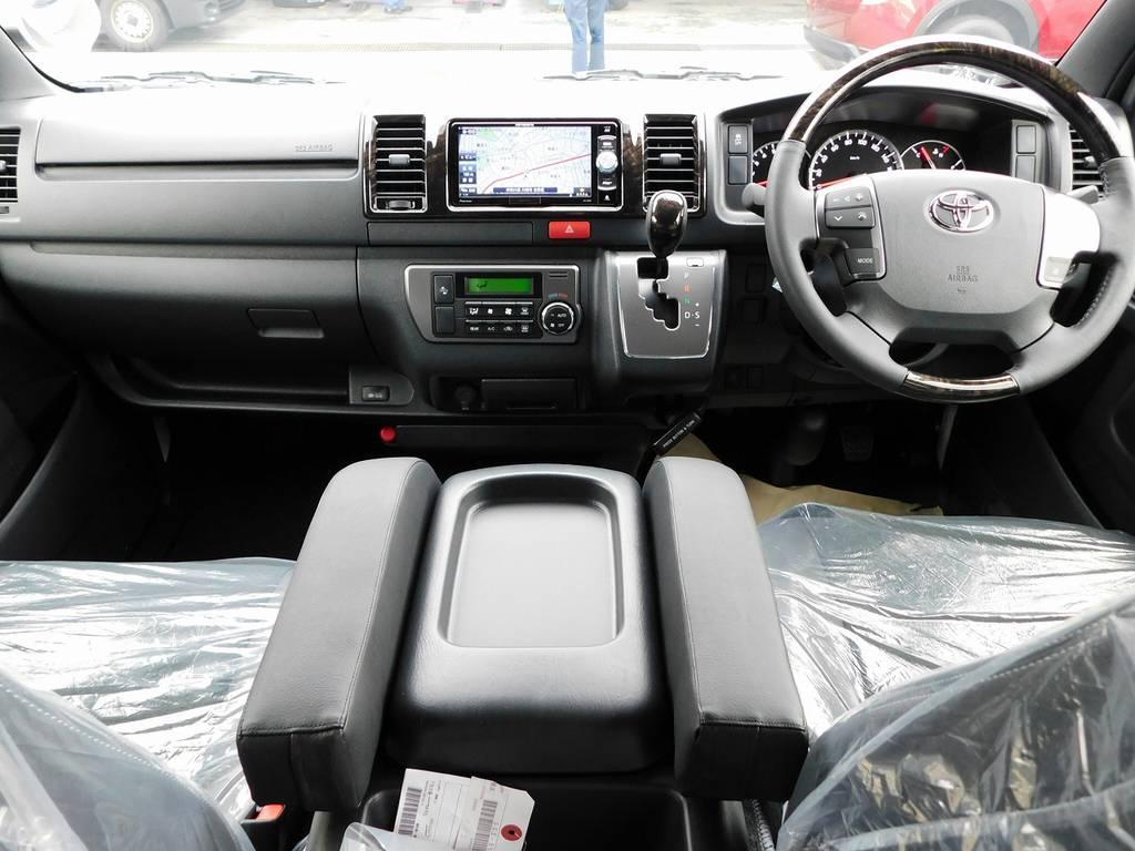 ダークプライムⅡ専用の室内!マホガニー調パネルで高級感もありますねっ♪ | トヨタ ハイエースバン 2.0 スーパーGL ダークプライムⅡ ロングボディ スタイリッシュカスタムパッケージ