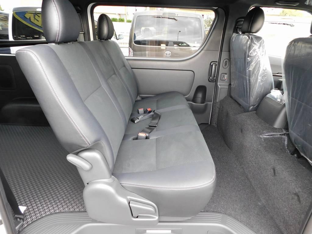 ゆったりと座れるセカンドシート!専用シートがお洒落ですねっ♪ | トヨタ ハイエースバン 2.0 スーパーGL ダークプライムⅡ ロングボディ スタイリッシュカスタムパッケージ