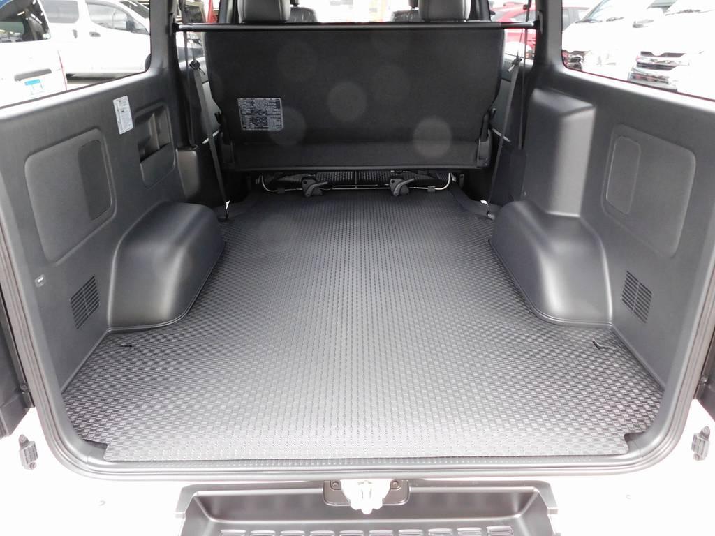 この広大なラゲッジスペースが魅力のハイエース!仕事に遊びに大活躍♪ラバーカーゴマットで滑りづらくなっております♪ | トヨタ ハイエースバン 2.0 スーパーGL ダークプライムⅡ ロングボディ スタイリッシュカスタムパッケージ