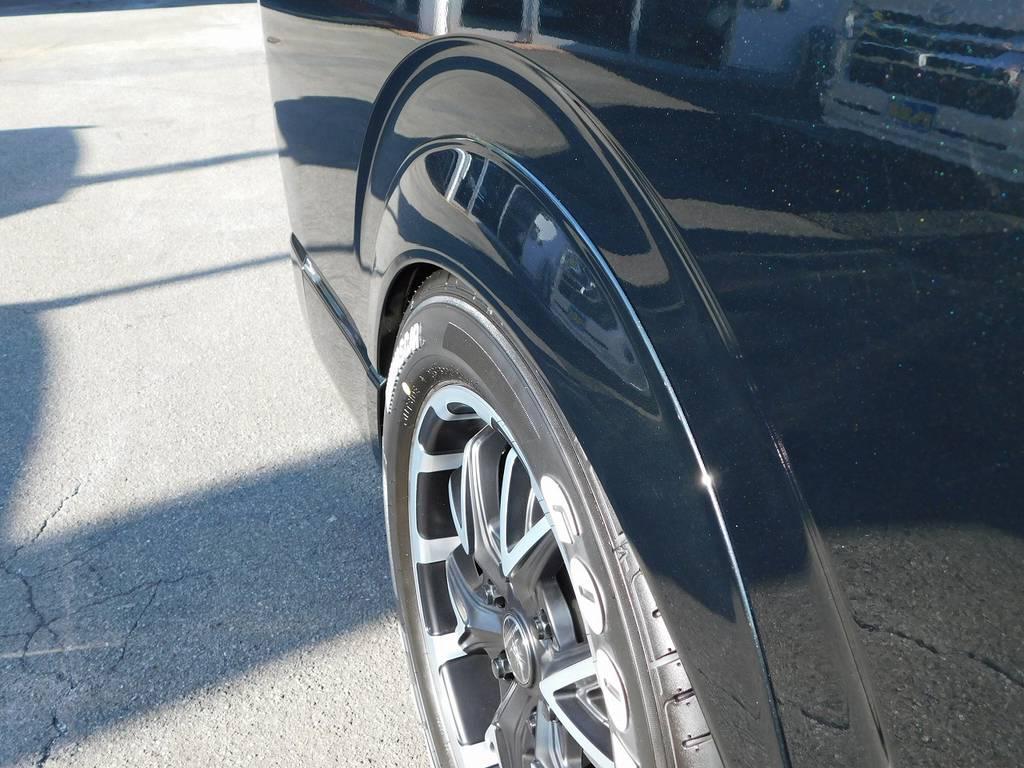 オーバーフェンダーで迫力のフォルム!25mmのワイトレでツラも絶妙です♪ | トヨタ ハイエース 2.7 GL ロング ミドルルーフ 漆黒の3型ワゴンカスタム