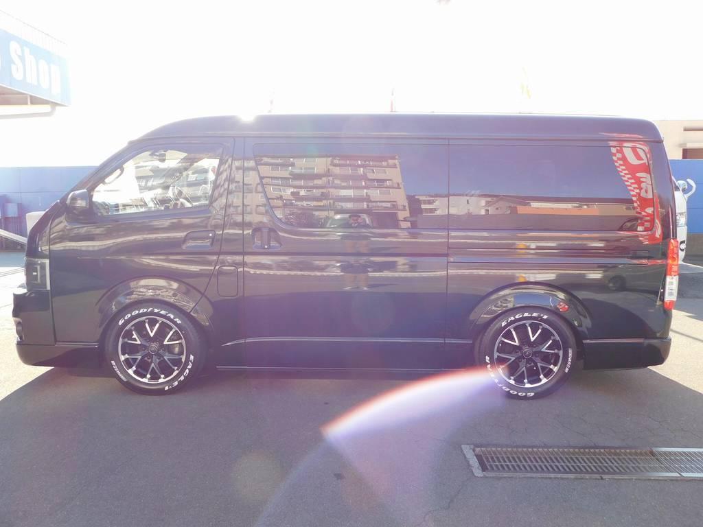 横姿もカッコいい♪低い箱車は文句無しでカッコいいですねっ♪ | トヨタ ハイエース 2.7 GL ロング ミドルルーフ 漆黒の3型ワゴンカスタム