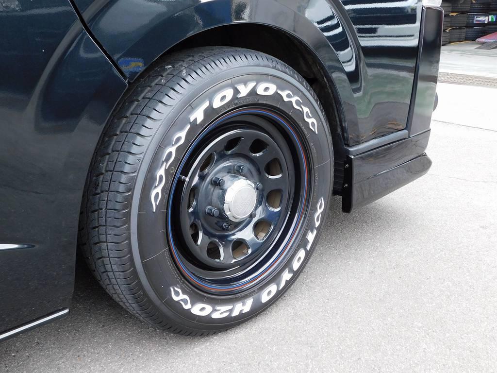 足元をキメるのはデイトナ16インチとトーヨータイヤのH20ファイヤーパターンの組み合わせ!ハイエースとデイトナの組み合わせはカッコいいですねっ♪ | トヨタ ハイエースバン 2.0 DX ロング GLパッケージ 希少9人乗り
