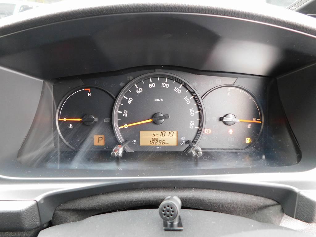 見やすいメーターと走行距離もまだまだの一台です! | トヨタ ハイエースバン 2.0 DX ロング GLパッケージ 希少9人乗り