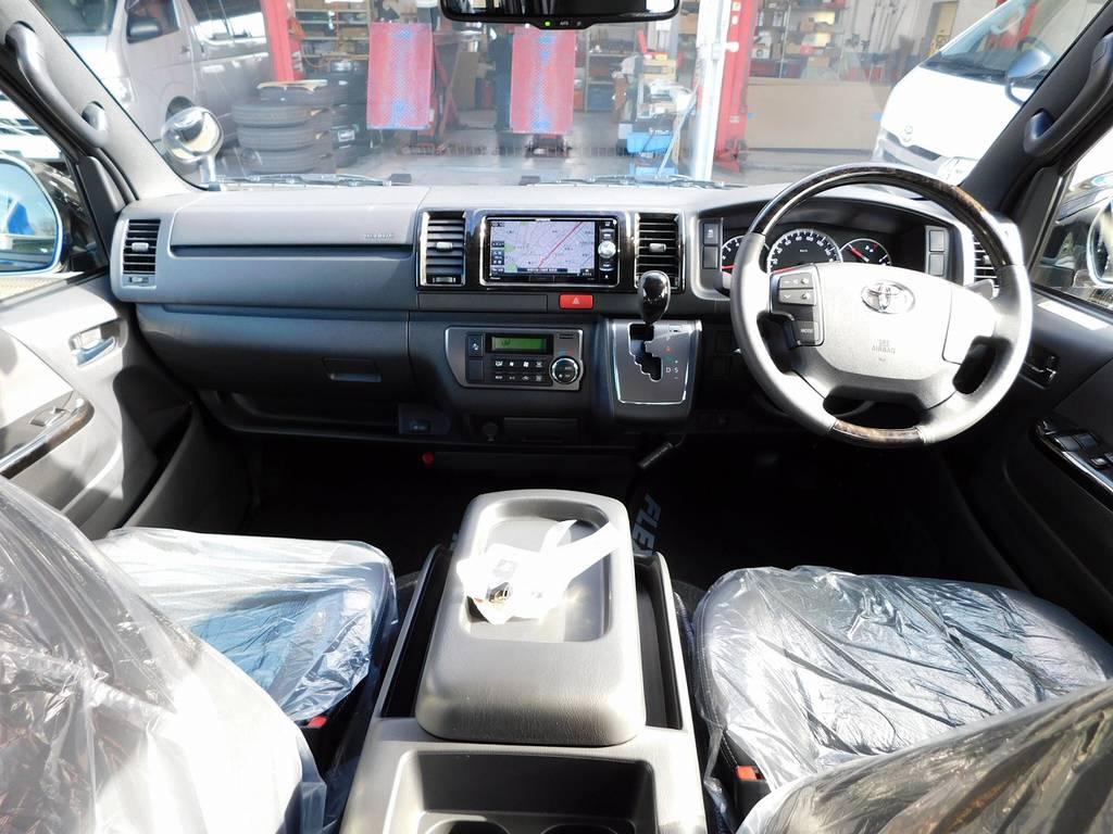 広々室内はロングドライブも楽チンです!ダークプライム専用パネルで高級感もありますよっ♪ | トヨタ ハイエースバン 2.8 スーパーGL ダークプライムⅡ ロングボディ ディーゼルターボ ライトカスタムパッケージ