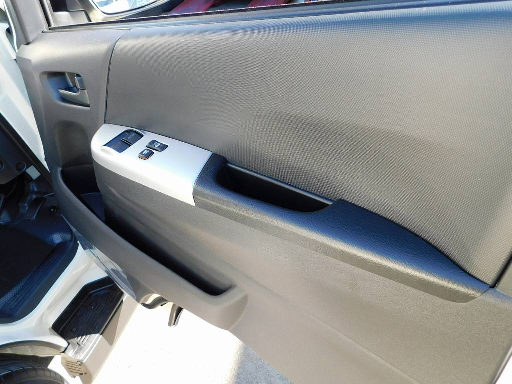ESSEX製のインテリアパネルで細かい部分もこだわり有りですよっ♪ | トヨタ ハイエースバン 2.0 DX ロング 男気仕様八号機