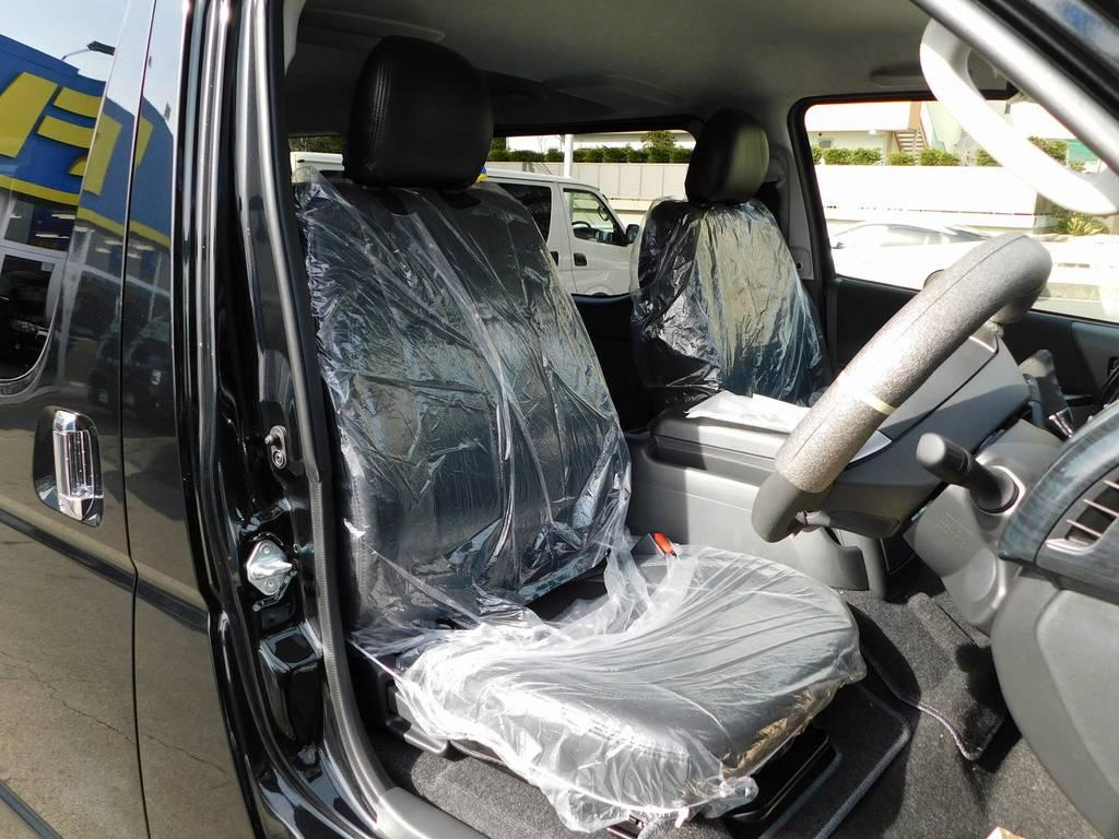ハイエースカスタムには欠かせない黒革調シートカバーももちろん装着済み♪高級感もあり純正ノーマルとは違いますねっ♪ | トヨタ ハイエースバン 2.0 スーパーGL ロング ベッドキットパッケージ