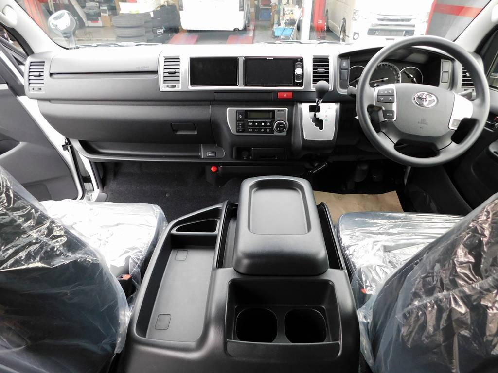 広々室内はロングドライブも楽チンです♪座面も高いので見晴らしもグッドですよっ♪ | トヨタ ハイエース 2.7 GL ロング ミドルルーフ 4WD アドベンチャーカスタム