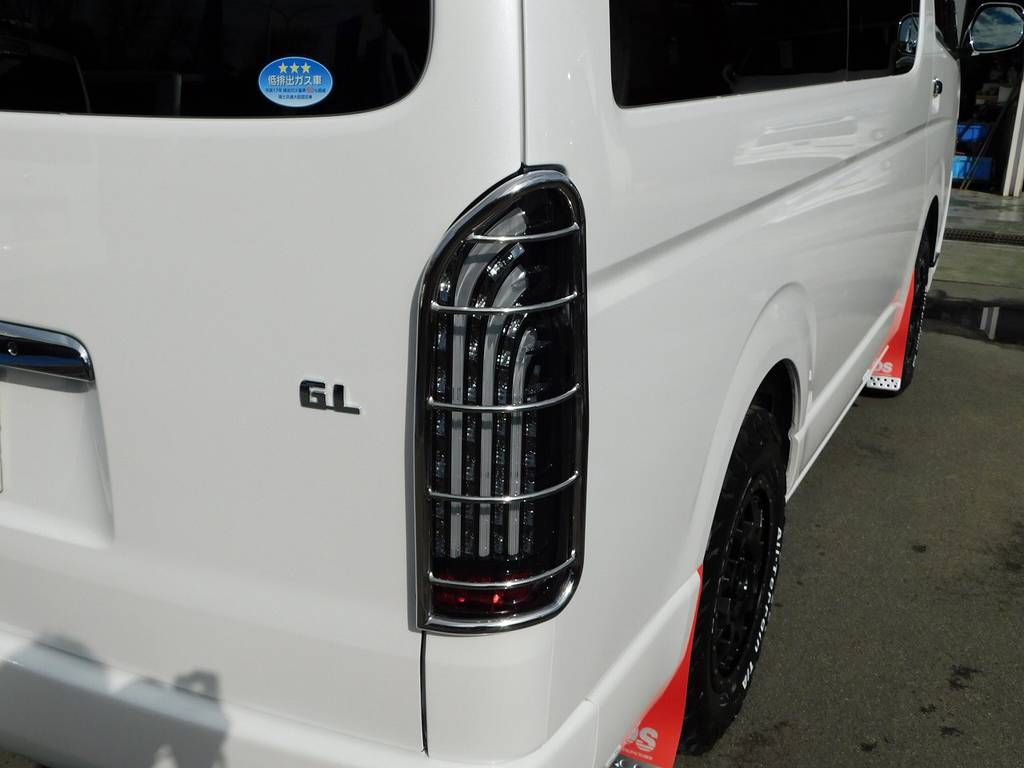 LEDテールはフレックスオリジナルの煌!テールガードで完全武装です!!! | トヨタ ハイエース 2.7 GL ロング ミドルルーフ 4WD アドベンチャーカスタム