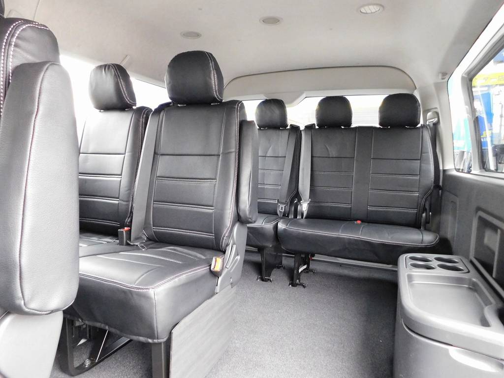 この配列はマイクロバスのようでお子様にも大好評なんですよっ!!! | トヨタ ハイエース 2.7 GL ロング ミドルルーフ 4WD アドベンチャーカスタム