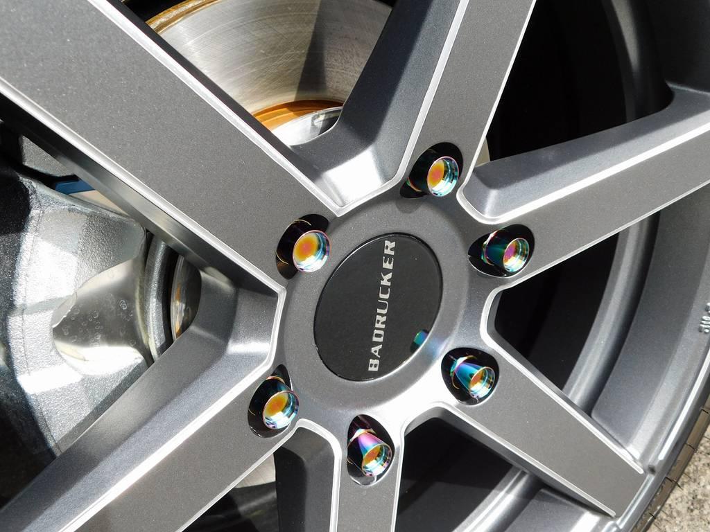 ホイールナットもこだわりの415コブラ鍛造ナットを装着!チタンカラーが美しいです♪ | トヨタ ハイエースバン 2.0 スーパーGL 50TH アニバーサリー リミテッド ロングボディ ベッドキットパッケージ車