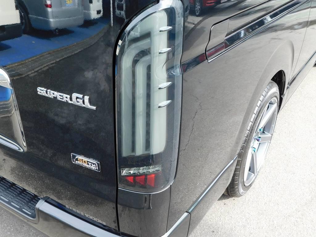 LEDテールはヴァレンティREVOテールタイプⅠを装着!流れるウィンカーはお洒落ですよっ♪ | トヨタ ハイエースバン 2.0 スーパーGL 50TH アニバーサリー リミテッド ロングボディ ベッドキットパッケージ車