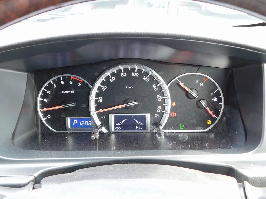 見やすい3眼メーターは必要な情報がパっと目に入ってきます! | トヨタ ハイエースバン 2.0 スーパーGL 50TH アニバーサリー リミテッド ロングボディ ベッドキットパッケージ車