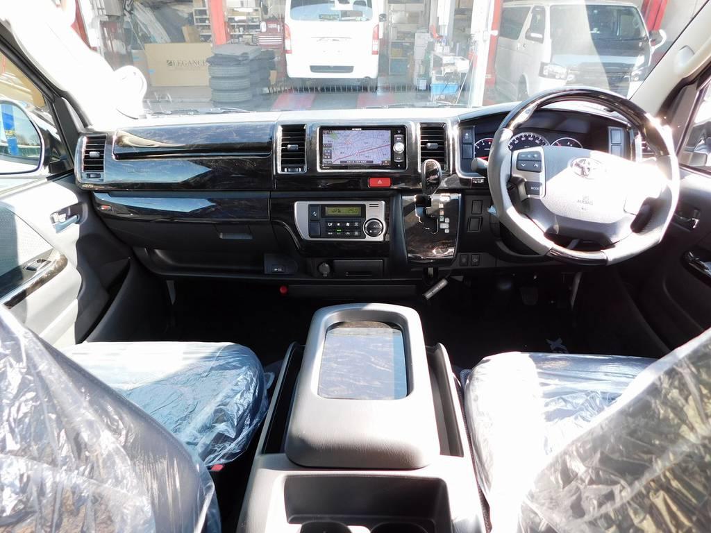 広々室内はハイエースの魅力!マホガニー調の全面パネルで高級感もアップしております!ダークプライムⅡや50THより高級感が出てますよっ♪ | トヨタ ハイエースバン 2.8 スーパーGL ロング ディーゼルターボ ドラレコパッケージ車
