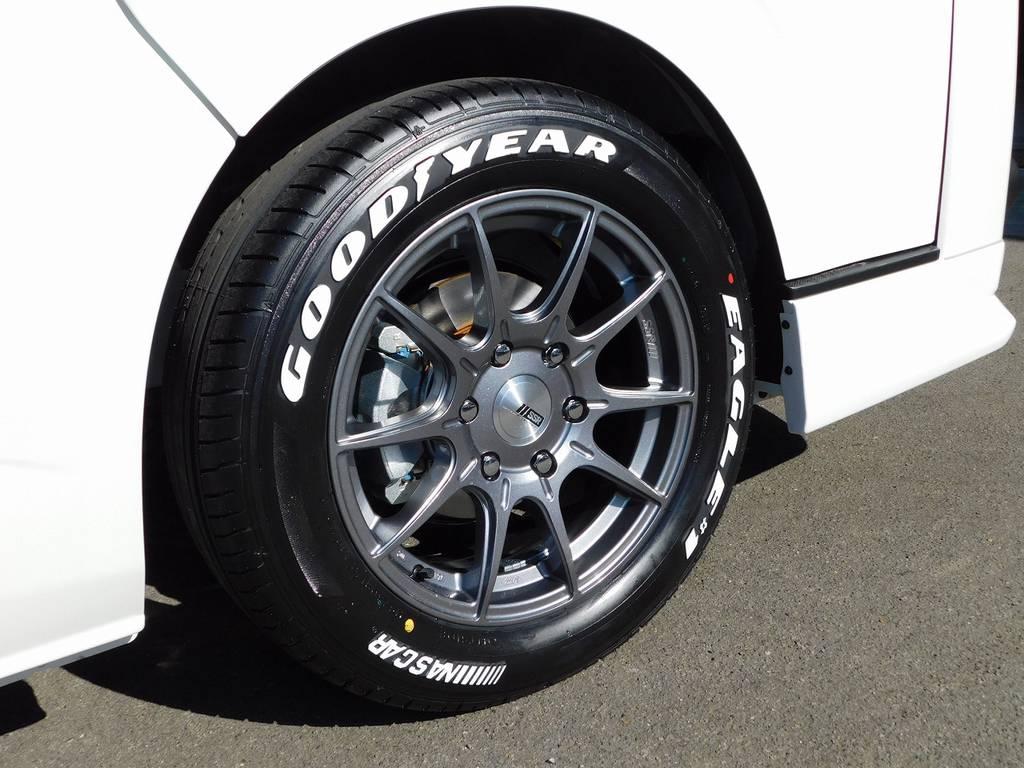 足元をキメるのはSSRの新作です!スポーティなデザインがカッコいいですねっ!!! | トヨタ ハイエースバン 2.8 スーパーGL ロング ディーゼルターボ ドラレコパッケージ車