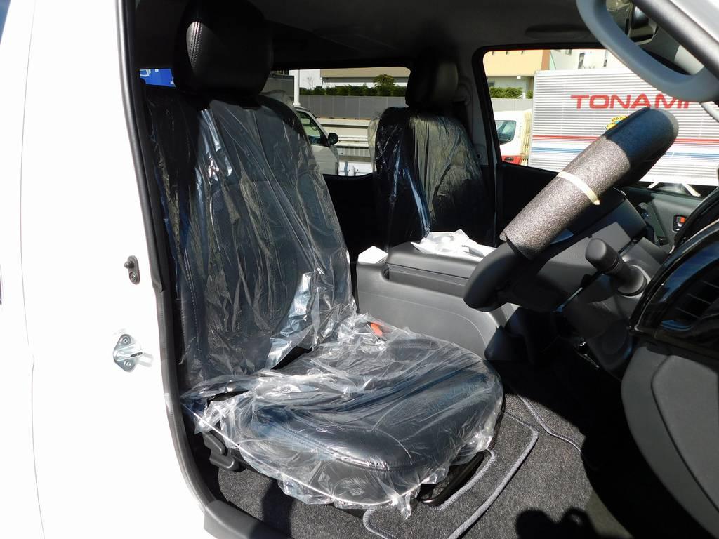 ハイエースカスタムには欠かせない黒革調シートカバーはもちろん装着済み!高級感がありますねっ♪ | トヨタ ハイエースバン 2.8 スーパーGL ロング ディーゼルターボ ドラレコパッケージ車