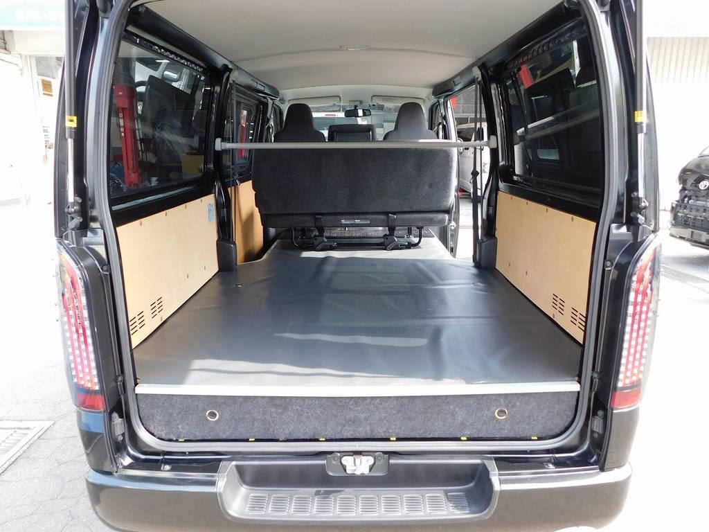 広々ラゲッジは仕事に大活躍です!ジャストローならではのフラットな床面と収納が魅力の一台ですよっ♪ | トヨタ ハイエースバン 3.0 DX ロング ジャストロー GLパッケージ ディーゼルターボ ナビパッケージ車