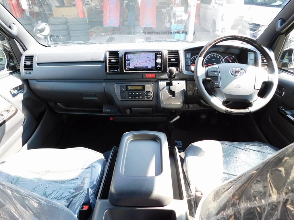 ダークプライムⅡ専用の室内は高級感がありますねっ♪広々室内はロングドライブも楽チンですよっ!見晴らしもグッドです! | トヨタ ハイエースバン 2.0 スーパーGL ダークプライムⅡ ロングボディ ナビパッケージ車