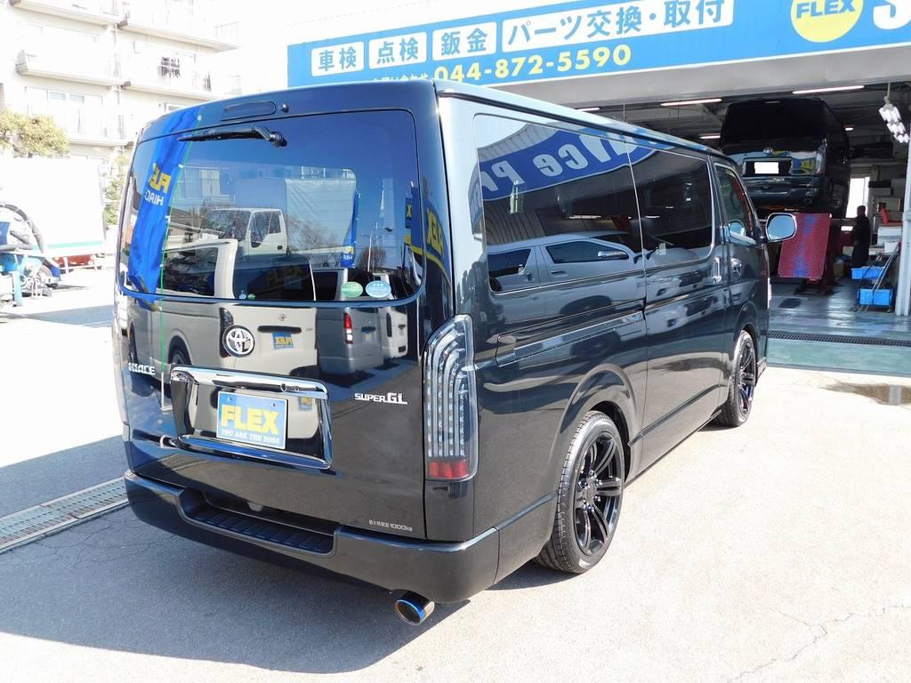 漆黒の後ろ姿♪テール・ハイマウントはもちろんLEDに換装されてますよっ♪ | トヨタ ハイエースバン 2.0 スーパーGL ダークプライムⅡ ロングボディ ナビパッケージ車