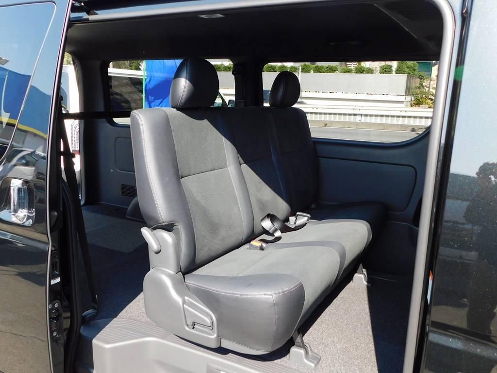セカンドシートもハーフレザーで通常のスーパーGLとは質感が違いますねっ♪ | トヨタ ハイエースバン 2.0 スーパーGL ダークプライムⅡ ロングボディ ナビパッケージ車