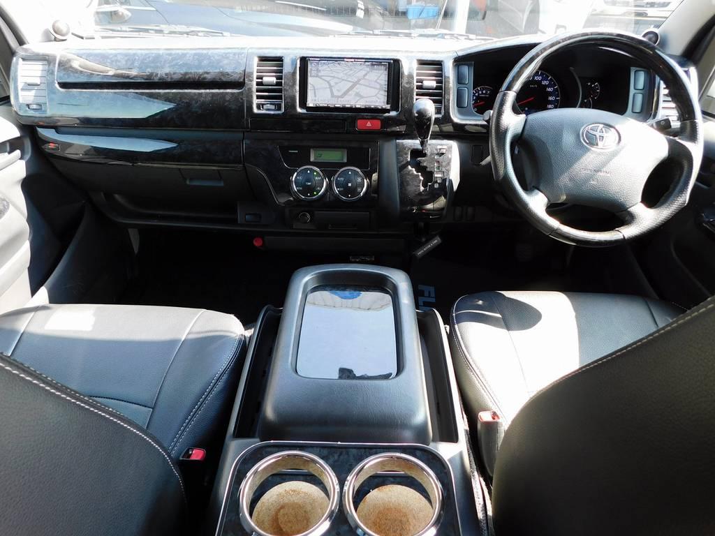 広々室内はハイエースの魅力!座面も高くて見晴らしもグッドですよっ♪ロングドライブも楽しくなりますねっ♪ | トヨタ ハイエースバン 2.0 スーパーGL ロング 純白の3型カスタム車