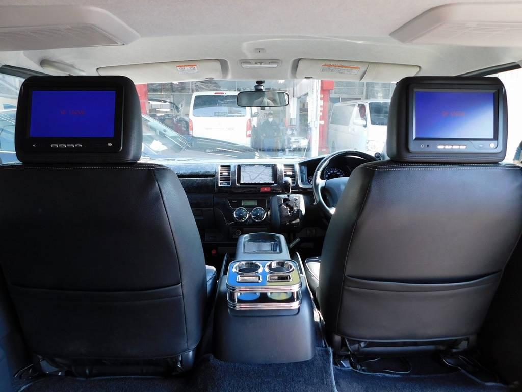 ヘッドレストモニター搭載ですので後席の方も楽しめます♪お子様も喜ぶ仕様ですねっ!!! | トヨタ ハイエースバン 2.0 スーパーGL ロング 純白の3型カスタム車
