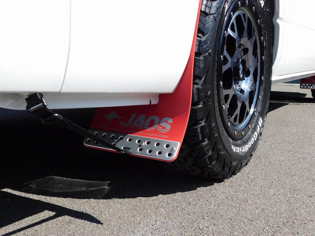 マッドフラップはジャオス製を装着♪赤いフラップがパールボディに良く似合いますねっ!!! | トヨタ ハイエースバン 2.8 スーパーGL ロング ディーゼルターボ 4WD アドベンチャーカスタムベッド付き