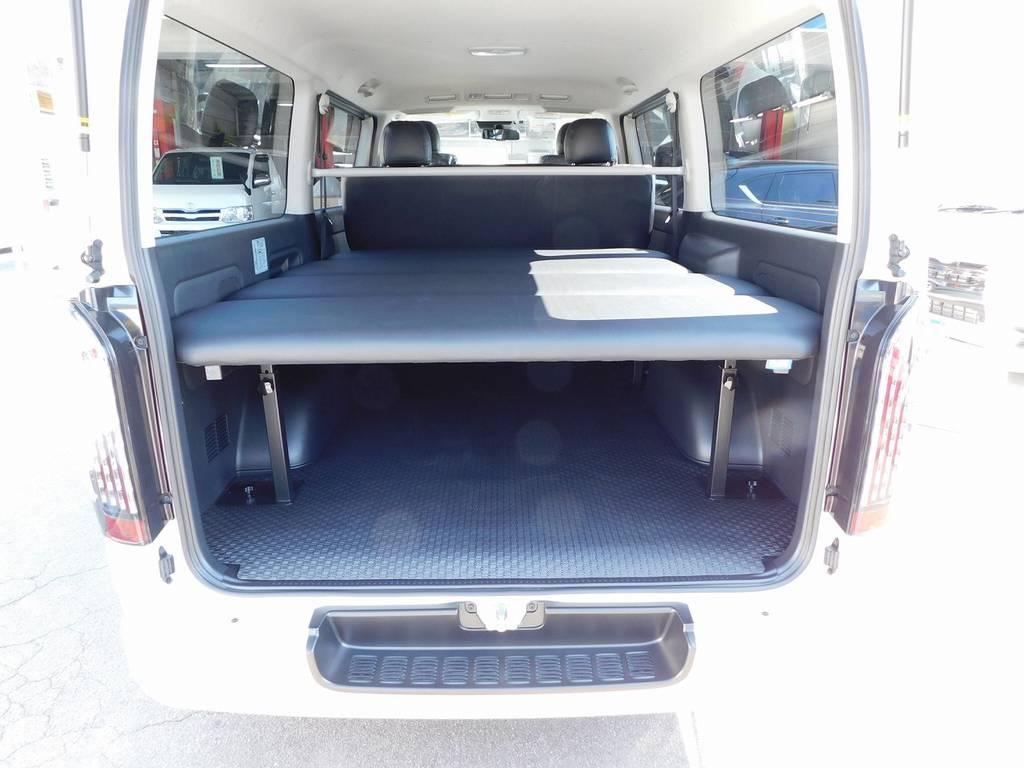 この広大なラゲッジスペースがハイエースの魅力ですねっ♪遊び道具もバンバン積めちゃいます!ベッドキットでは足を伸ばして寝る事が出来ますよっ♪ | トヨタ ハイエースバン 2.8 スーパーGL ロング ディーゼルターボ 4WD アドベンチャーカスタムベッド付き