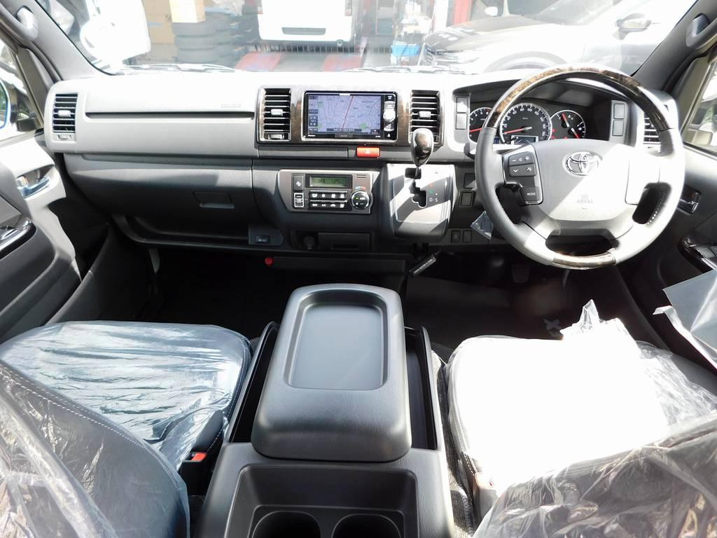 広々室内はロングドライブも楽チンです!座面も高くて見晴らしもグッドですよっ♪ | トヨタ ハイエースバン 2.0 スーパーGL ダークプライムⅡ ロングボディ スタイリッシュカスタムパッケージ