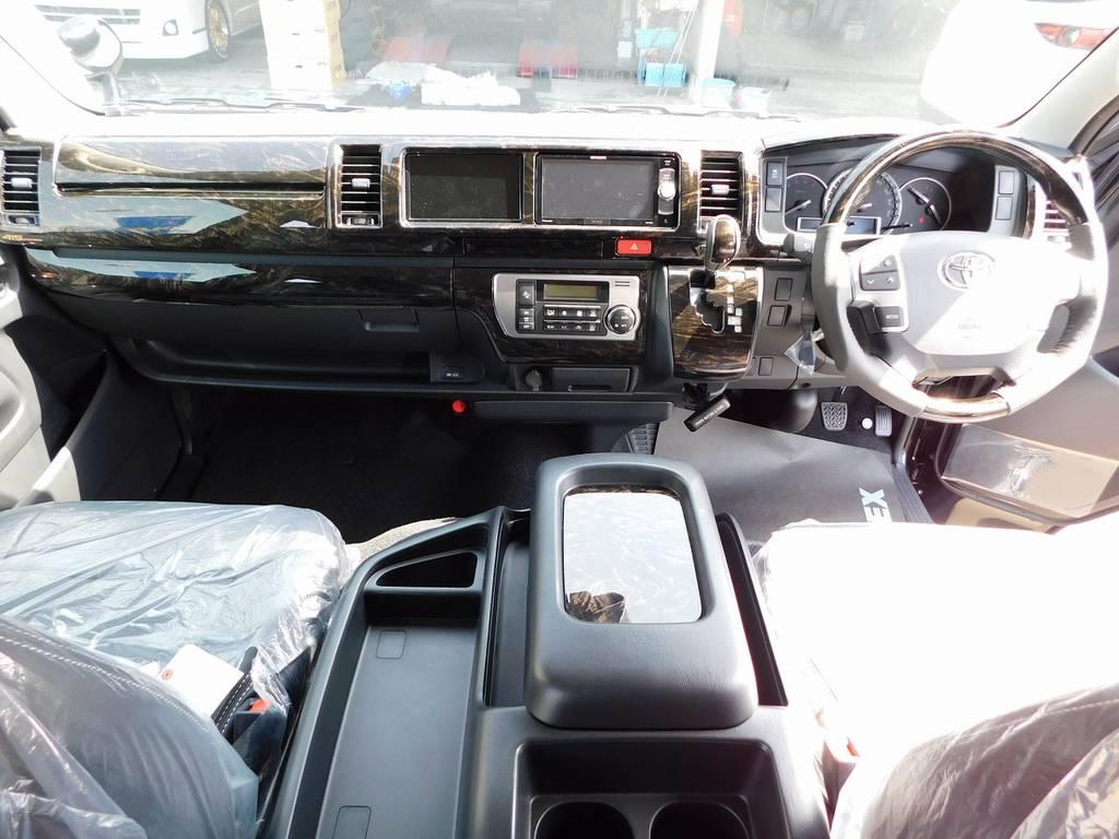 広々室内はロングドライブつかれも疲れづらいです!座面も高く見晴らしもグッドですよっ♪ | トヨタ ハイエース 2.7 GL ロング ミドルルーフ トリプルモニターカスタム車