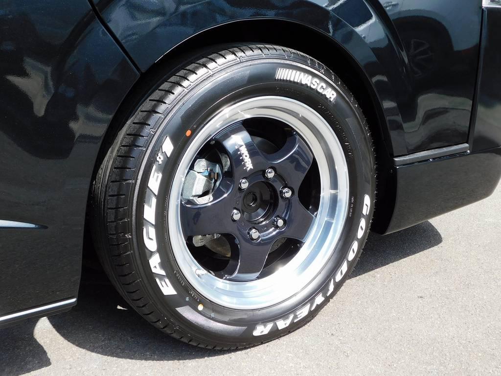 足元をキメるのはWORK製S1HC・17インチアルミホイールです!リムが深くスポーティで人気のアルミホイールですよっ♪ | トヨタ ハイエース 2.7 GL ロング ミドルルーフ トリプルモニターカスタム車