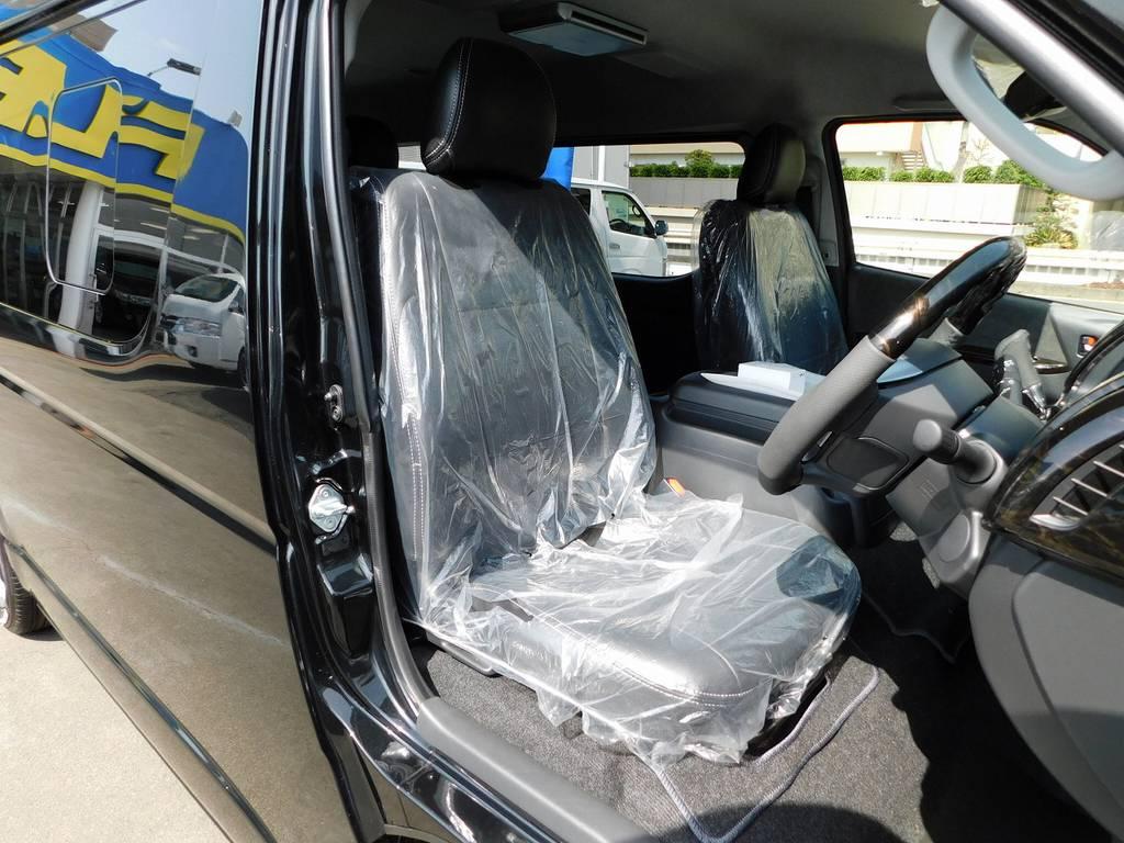 ハイエースカスタムには欠かせない黒革調シートカバーは全席に装着♪高級感がグっと上がっておりますねっ♪ | トヨタ ハイエース 2.7 GL ロング ミドルルーフ トリプルモニターカスタム車