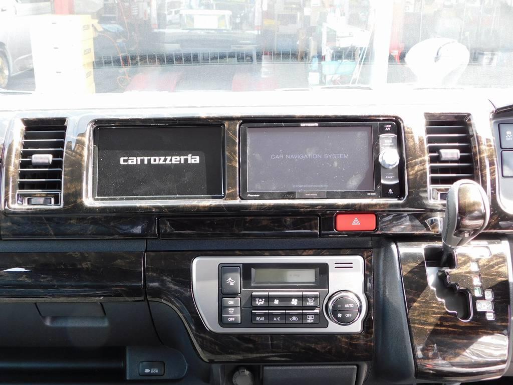搭載されるナビがカロッツェリア製!サブモニターも装着しておりますのでナビとテレビが同時に楽しめます♪助手席の方もテレビや映画を楽しんで下さいねっ♪ | トヨタ ハイエース 2.7 GL ロング ミドルルーフ トリプルモニターカスタム車