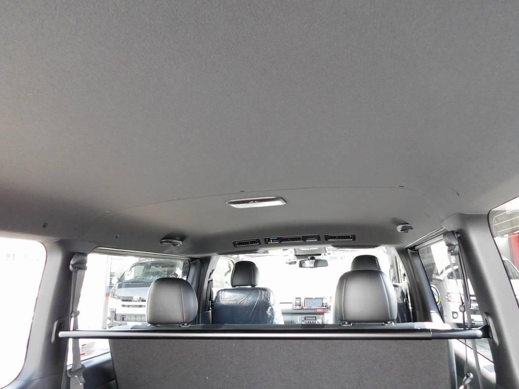 天井やピラーはブラックで統一!特別仕様車だけの仕様ですよっ♪シックで高級感があります!!!