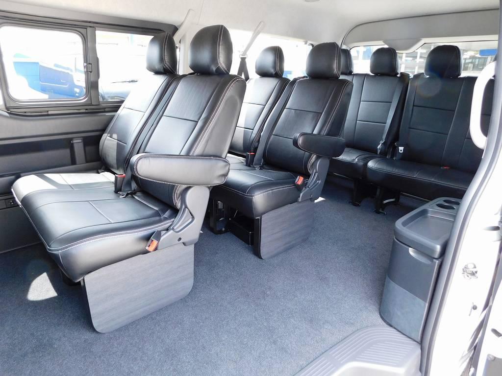 もちろん全席黒革調シートカバー装着済み♪サイドパネルはフレックスオリジナル♪10人乗れるミニバンはなかなか無いですよっ♪