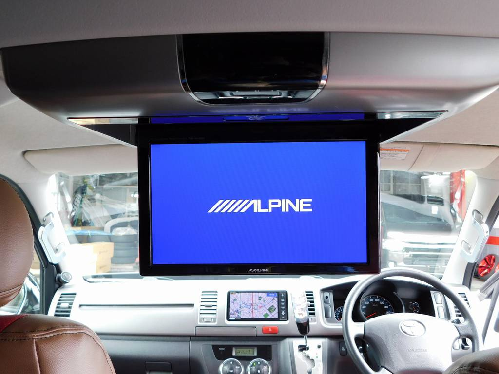 後席の方もゆっくりテレビと映画を楽しめます♪お子様は大喜び!アルパイン製のフリップダウンモニター完備!!!   トヨタ ハイエースバン 2.0 スーパーGL ロング 415コブラフルコンプリート車