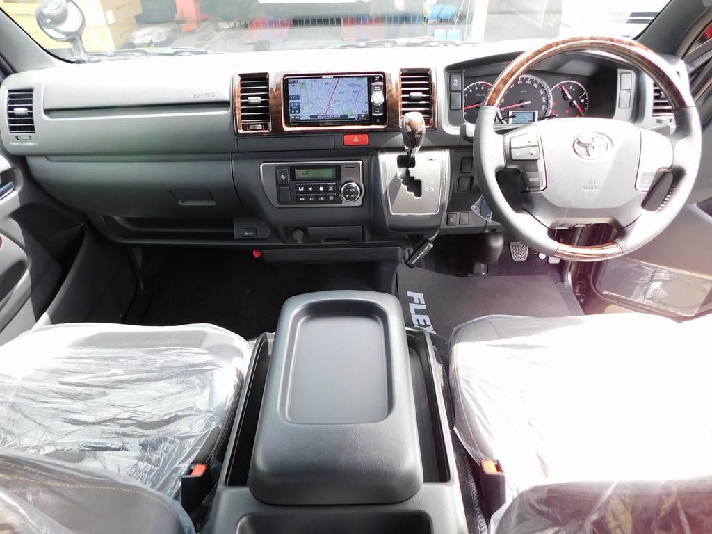 特別仕様車専用のマホガニー調パネルで高級感がアップしております!座面も高くて見晴らしもグッドです!!!