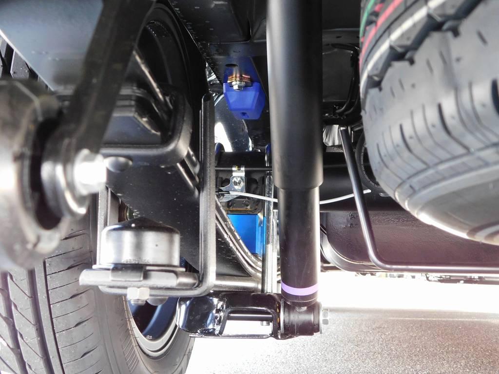 ローダウンブロックは2インチを装着!もちろん前後バンプ類も換装済みですよっ!!!   トヨタ ハイエースバン 2.0 スーパーGL 50TH アニバーサリー リミテッド ロングボディ ブラックエディション