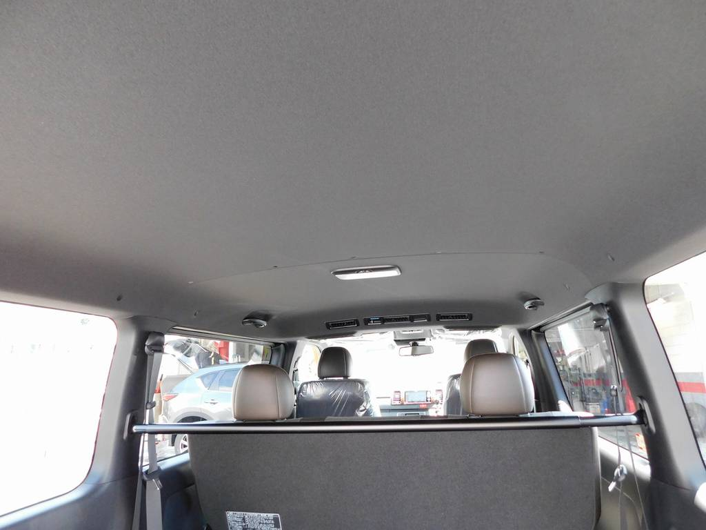 特別限定車専用のブラック内装!シックでお洒落な内装です♪   トヨタ ハイエースバン 2.0 スーパーGL 50TH アニバーサリー リミテッド ロングボディ ブラックエディション