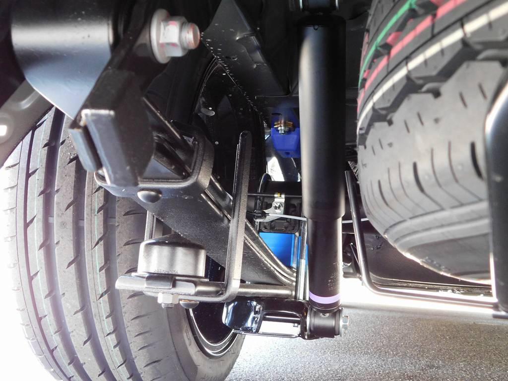 ローダウンブロックは2インチを装着!約5cmのローダウンで低フォルムを実現!!! | トヨタ ハイエースバン 2.8 スーパーGL ダークプライムⅡ ロングボディ ディーゼルターボ ブラックカスタムパッケージ