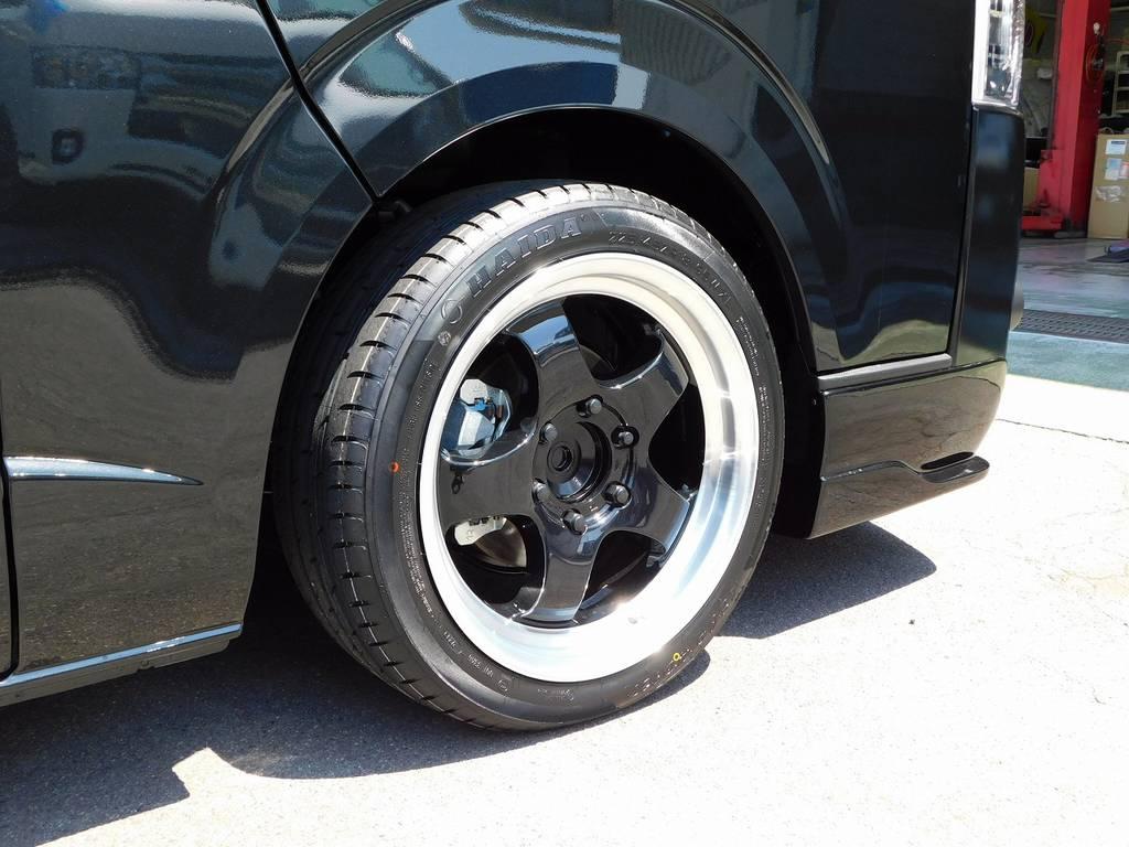 足元をキメるのはWORK製S1HC18インチアルミホイールを装着!スポーティで人気のアルミホイールです!!! | トヨタ ハイエースバン 2.8 スーパーGL ダークプライムⅡ ロングボディ ディーゼルターボ ブラックカスタムパッケージ