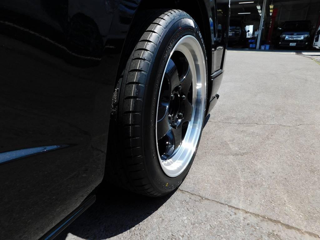 アルミのリムも深くてキマッてますねっ♪リム付きホイール好きな方いかがでしょうか♪ | トヨタ ハイエースバン 2.8 スーパーGL ダークプライムⅡ ロングボディ ディーゼルターボ ブラックカスタムパッケージ