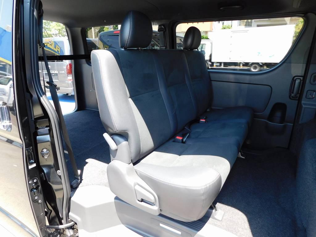 セカンドシートももちろんハーフレザーシート♪座り心地もグッドです!!! | トヨタ ハイエースバン 2.8 スーパーGL ダークプライムⅡ ロングボディ ディーゼルターボ ブラックカスタムパッケージ