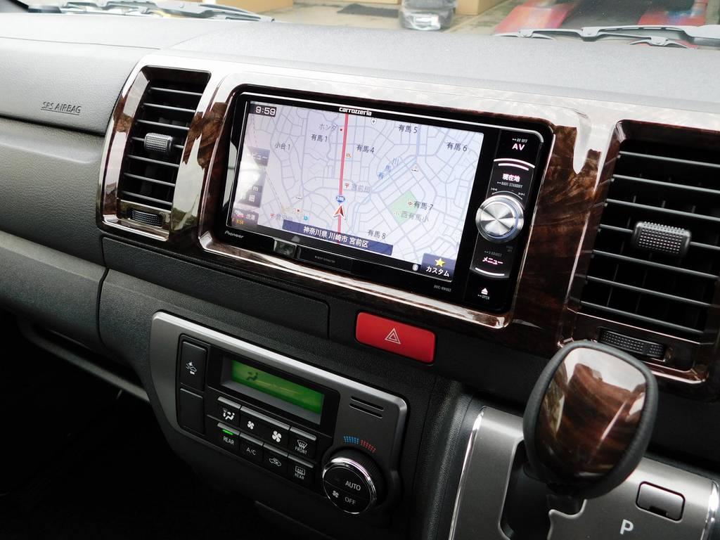 装着されているナビはカロッツェリア製!!!地図の見やすさや音響の良さで人気のナビゲーションです♪車両価格込みですので追加費用は頂きませんよっ!!! | トヨタ ハイエースバン 2.0 スーパーGL 50TH アニバーサリー リミテッド ロングボディ 純白のライトカスタム仕様