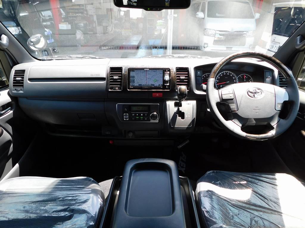 特別仕様車に相応しい内装です!座面も高くて見晴らしもグッドですよっ♪ | トヨタ ハイエースバン 2.0 スーパーGL ダークプライムⅡ ロングボディ ブラックナビパッケージ