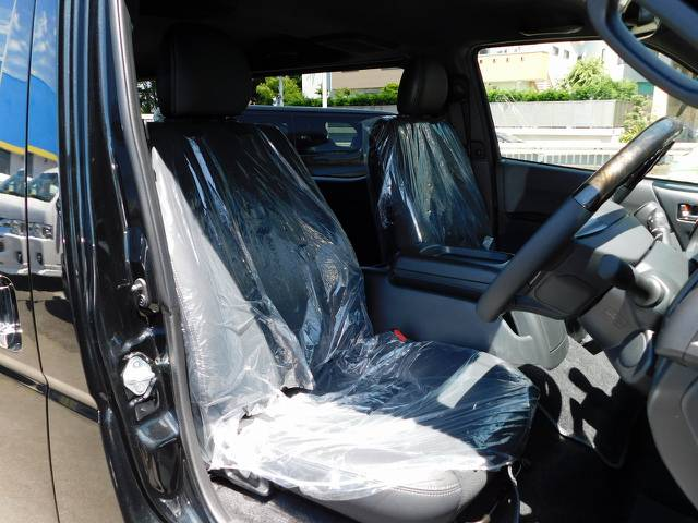 特別仕様車専用のハーフレザーシート!ノーマルモデルとは高級感が違いますよっ!!!