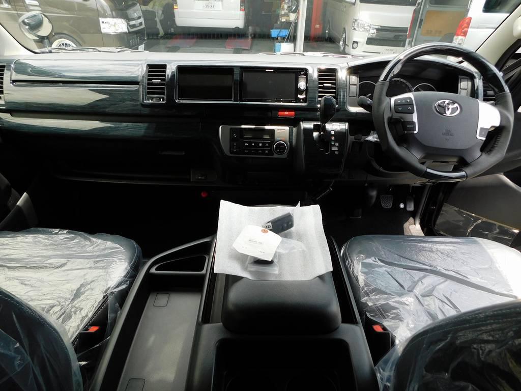 広々室内はロングドライブでも疲れづらいですよっ♪座面も高くて見晴らしもグッドです!!! | トヨタ ハイエース 2.7 GL ロング ミドルルーフ トリプルモニターパッケージ車