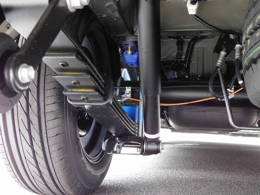 ローダウンは2インチブロックキットを装着!前後バンプ類も換装済みですよっ♪ | トヨタ ハイエース 2.7 GL ロング ミドルルーフ トリプルモニターパッケージ車